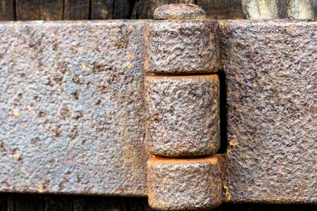 Detail view of an old door hinge Imagens