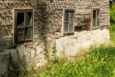 casa vecchia: Antica casa nel bosco