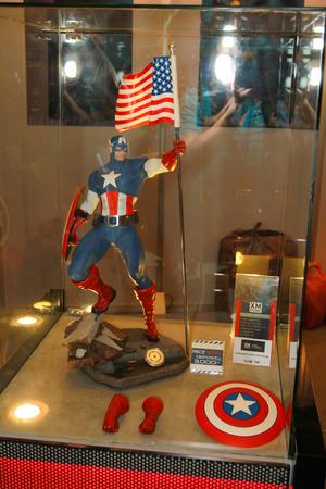 vendicatore: BANGKOK - 11 maggio modello A Capitan America in Thailandia Comic Con 2014 11 maggio 2014 Siam Paragon, Bangkok, Tailandia Editoriali