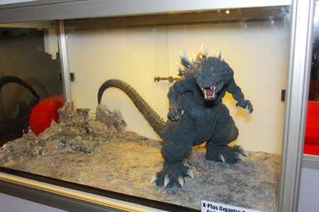 avenger: BANGKOK - 11 de mayo Un modelo de Godzilla en Tailandia Comic Con 2014 el 11 de mayo de 2014, a Siam Paragon, Bangkok, Tailandia