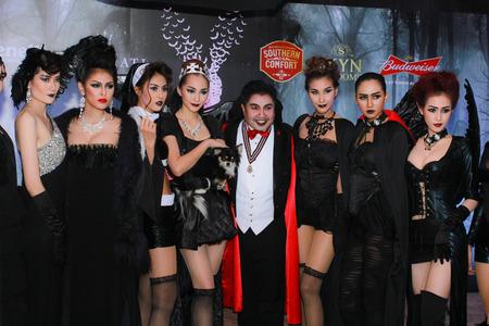 playboy: Bangkok - 31 oktober: Een onbekend Sexy playboy meisje in Playboy's Gothic Halloween op 31 oktober 2014 in het Grand postgebouw, Bangkok, Thailand.
