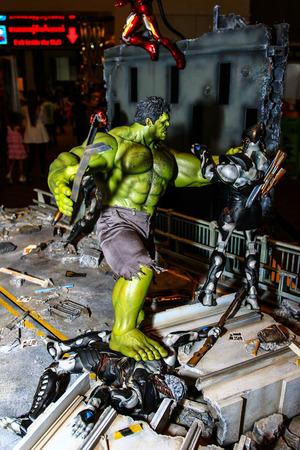 avenger: Bangkok 02 de mayo: Un modelo de Hulk en Tailandia Comic Con 2015 de 02 de mayo 2015 en Siam Paragon en Bangkok Tailandia.