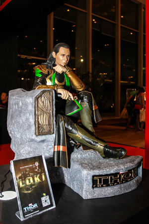 vendicatore: Bangkok - 2 maggio: Un modello di Loki in Thailandia Comic Con 2015 il 2 maggio 2015 al Siam Paragon, Bangkok, Tailandia.