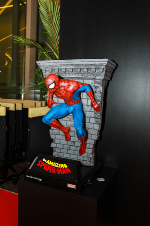 avenger: Bangkok - 02 de mayo: Un modelo de Spiderman en Tailandia Comic Con 2015 el 2 de mayo de 2015 a Siam Paragon, Bangkok, Tailandia.