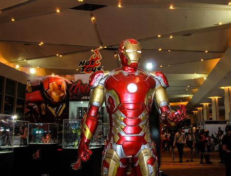 avenger: Bangkok - 02 de mayo: Un modelo de Iron Man en Tailandia Comic Con 2015 el 2 de mayo de 2015 a Siam Paragon, Bangkok, Tailandia. Editorial
