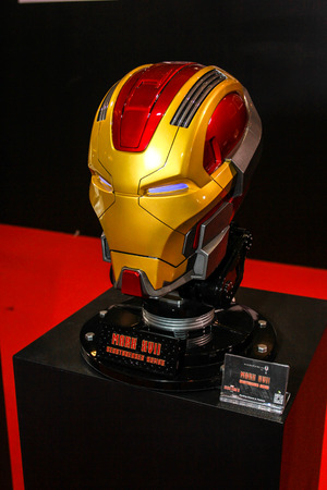 avenger: Bangkok - 02 de mayo: Un modelo de máscara de hierro El hombre en Tailandia Comic Con 2015 el 2 de mayo de 2015 a Siam Paragon, Bangkok, Tailandia.