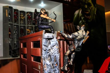 avenger: Bangkok - 02 de mayo: Un modelo de Hawkeye en Tailandia Comic Con 2015 el 2 de mayo de 2015 a Siam Paragon, Bangkok, Tailandia.