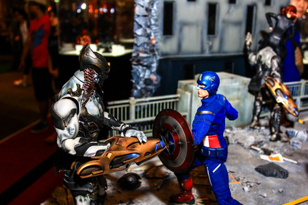 avenger: Bangkok - 02 de mayo: Un modelo de Capitán América en Tailandia Comic Con 2015 el 2 de mayo de 2015 a Siam Paragon, Bangkok, Tailandia.