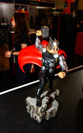 avenger: Bangkok 02 de mayo: Un modelo de Thor en Tailandia Comic Con 2015 de 02 de mayo 2015 en Siam Paragon en Bangkok Tailandia. Editorial