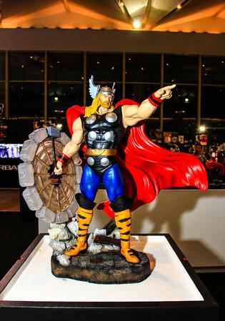 vendicatore: Bangkok - 2 maggio: Un modello di Thor in Thailandia Comic Con 2015 il 2 maggio 2015 al Siam Paragon, Bangkok, Tailandia.