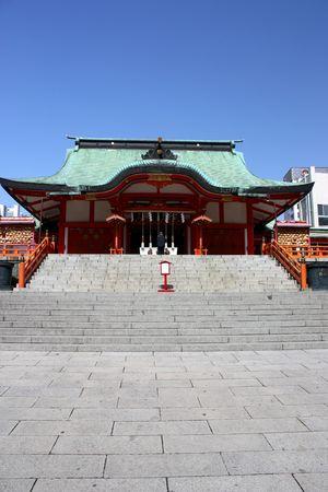 Hanazono Shinto Shrine in Tokyos Shinjuku ward with man praying Stock Photo