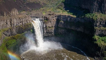 The Palouse Falls, early afternoon, with rainbow 写真素材 - 103260092