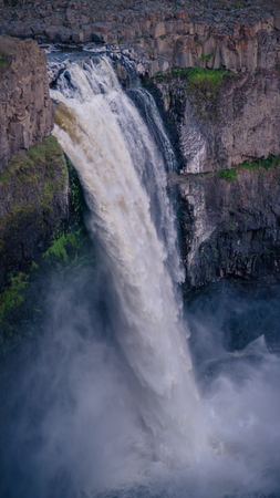 The Palouse Falls: close-up at sunset 写真素材 - 103046107