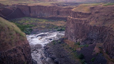 The Palouse River, just upstream from the Falls at sunset 写真素材 - 102988033