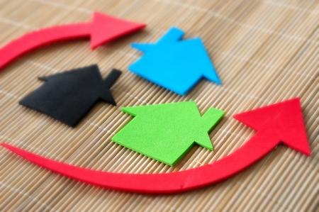 investment real state: Vivienda y el concepto de mercado de la propiedad con el gr�fico Foto de archivo