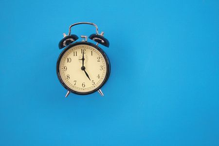 past midnight: The image of an alarm clock on a blue background.