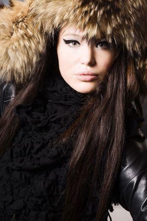 portret van een mooie dame in bont cap