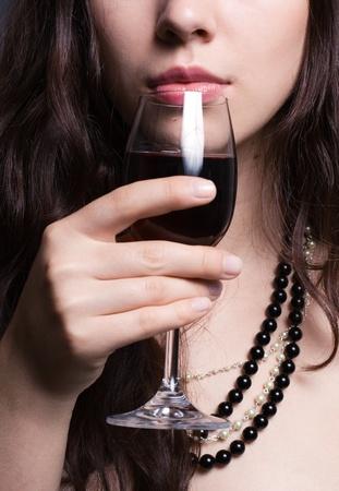 mooie vrouw met een glas rode wijn Stockfoto