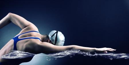 Zwemmer zwemt.