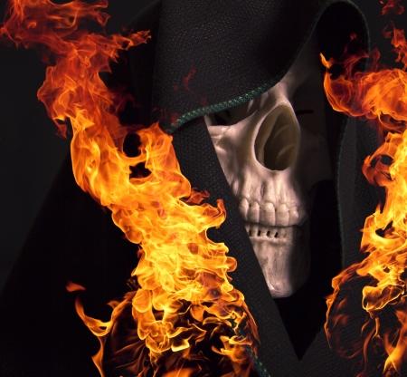 fire skull: Scary skull on fire