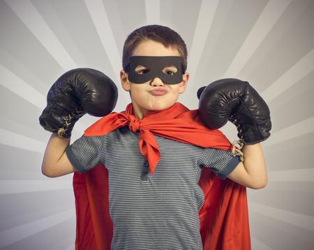 pelea: Chico super héroe Foto de archivo