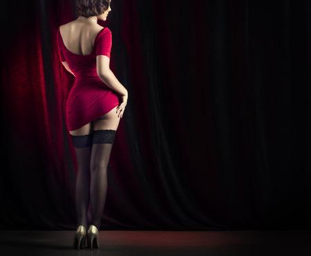 Sexy vrouw dansen op het podium