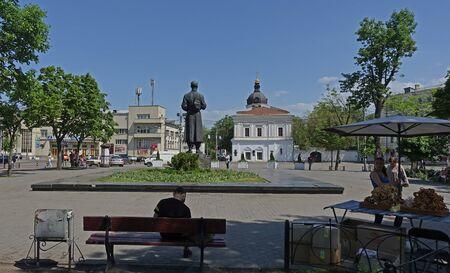 Kiev, Ukraine - may 09, 2018. Contract area in Kiev. Monument to the pan Редакционное