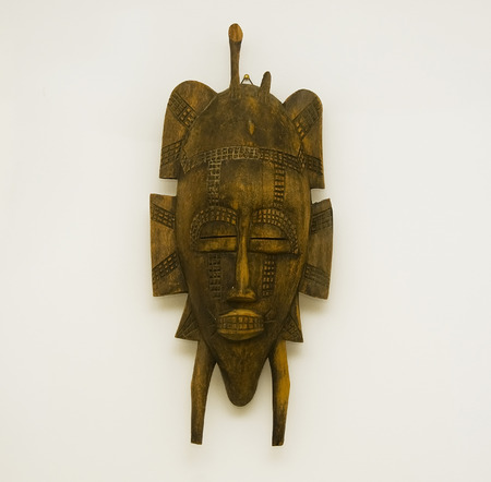 OLD WOOD CARVED AFRICAN MASK FROM LIBERIA Archivio Fotografico
