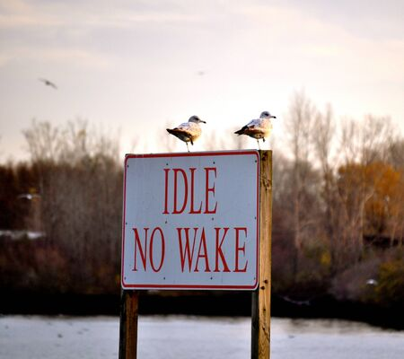idle: Sign Idle No Wake Stock Photo