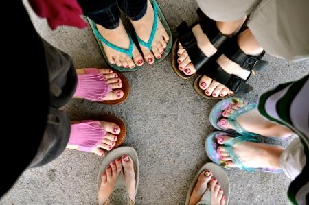 Vrouwen en meisje voeten