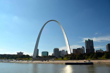 национальной достопримечательностью: Сент-Луис Arch - Национальный памятник в штате Миссури, США Редакционное