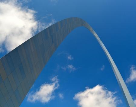 national landmark: Il Saint Louis Arch - Un punto di riferimento nazionale nel Missouri, USA Editoriali