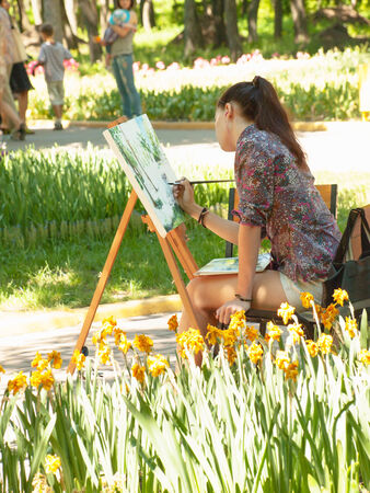 Young woman painting landscape in the open in park Stock Photo