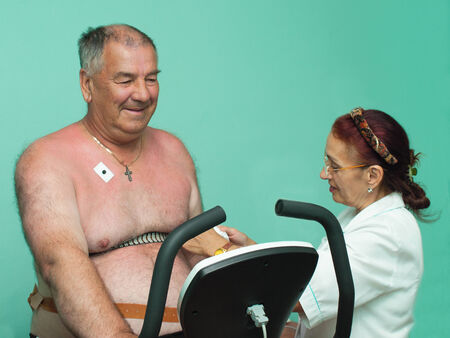 70 year old man: Preparation of the patient to health worker veloerhometry research