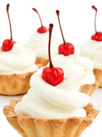 slagroom: Tartlets met slagroom en cherry. Ondiepe dof.