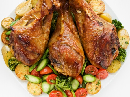 baked beans: Roasted turkey legs with vegetables.