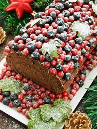 noel chocolat: Homemade journal yule No�l au chocolat avec des baies sauvages. DOF peu profond. Banque d'images
