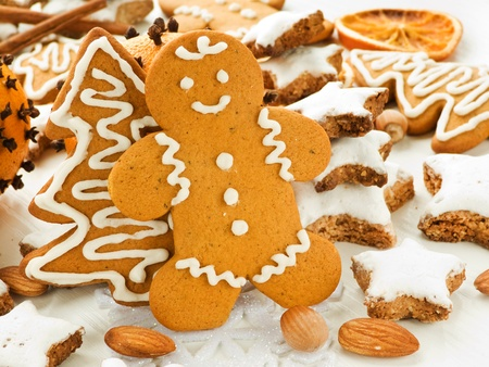 Traditional gingerbread and cinnamon Zimtsterne cookies. Shallow dof. Stock Photo - 11208940