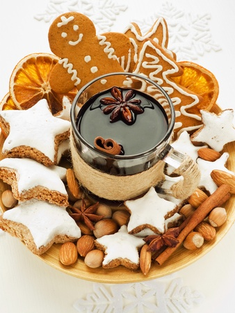 mulled wine spice: Mulled wine with spices and christmas cookies. Shallow dof.
