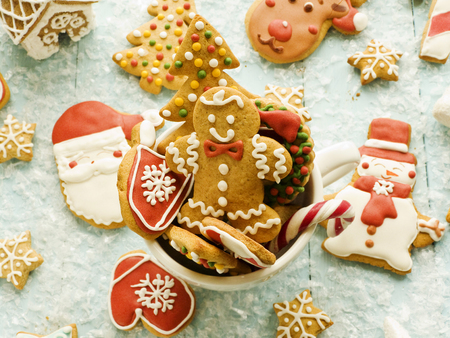 Christmas decorated gingerbread cookies Foto de archivo