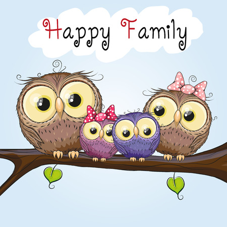 hijos: Cuatro búhos madre, padre, hijo e hija está sentado en una rama