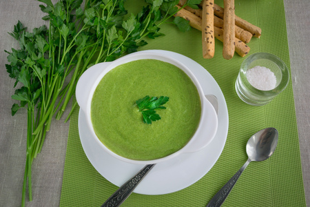 gressins: Spinach cream soup with parsley