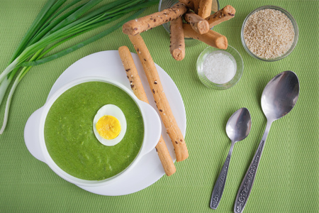 gressins: Spinach cream soup with egg