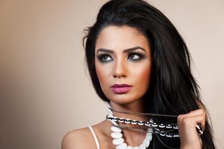 fille indienne: modèle de mode féminine de porter des bijoux