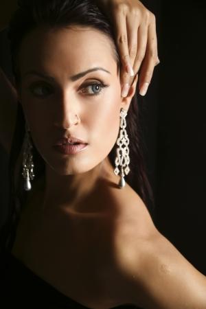diamante negro: modelo de moda femenino que lleva Joyer�a tradicional de la India