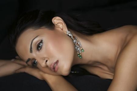 black diamond: modelo de moda femenino que lleva Joyer�a tradicional de la India
