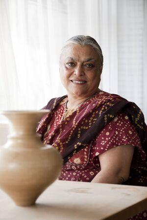 vecchiaia: Ritratto di una donna senior indiano Archivio Fotografico