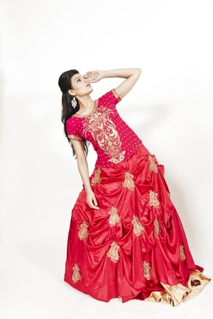 indian woman traditional: Beautiful Indian bride wearing tradional wedding dress