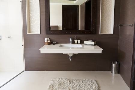 bathroom mirror: modern bathroom with white wash basin