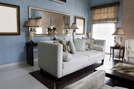 cortinas: sala de estar de un apartamento moderno, con muebles de fusi�n oriental